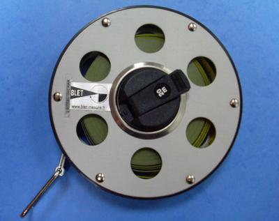 Décamètre souple en acier